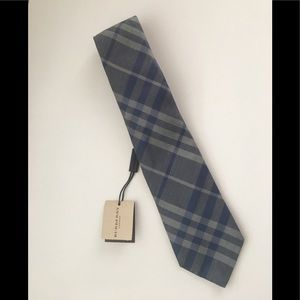 🎉HP🎉Burberry Vintage Check Tie in Pearl Blue